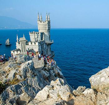 Замок на море